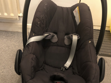 Selling: Maxi cosi pebble car seat with raincover