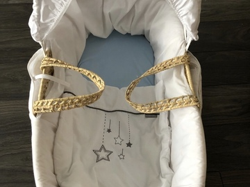 Selling: Moses basket