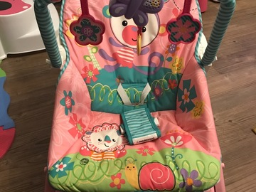 Selling: Fisher-Price Rainforest infant toddlers rocker