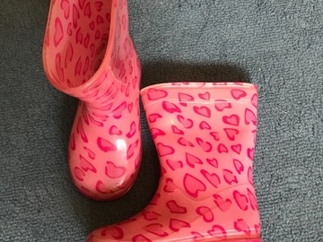 Selling: Boots for girls