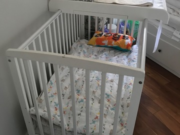 Selling: Baby cot 3 levels with drawer+mattress+sheets