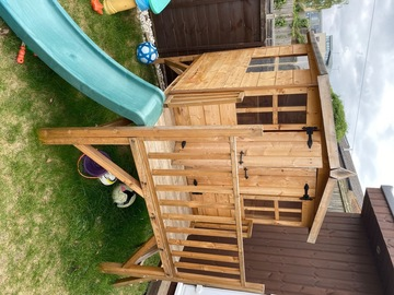 Selling: Garden playhouse